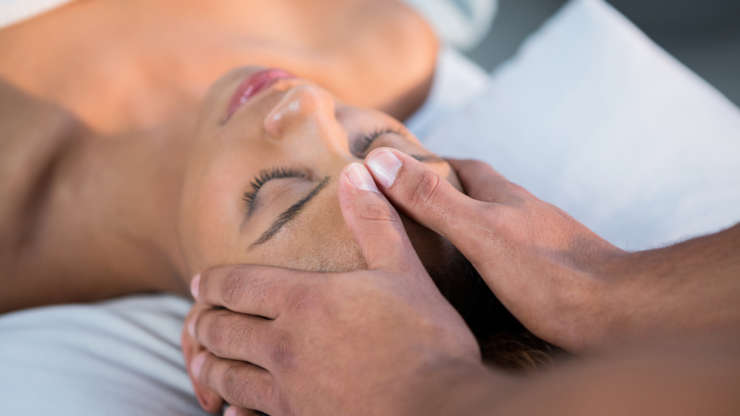 Заложенность в ушах: причины и лечение